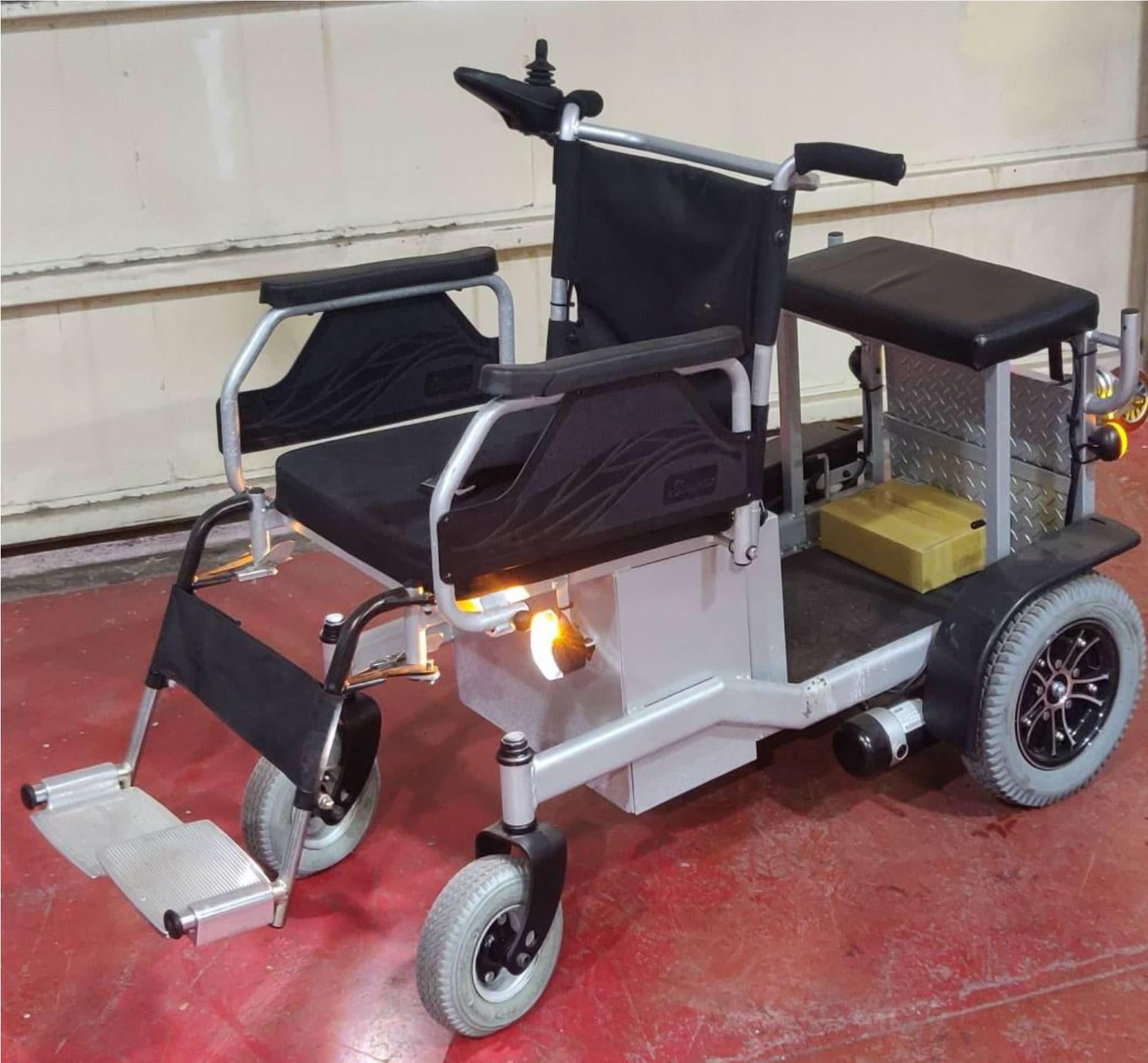כסא גלגלים ממונע לשני אנשים